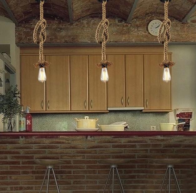 Svietidlo je vyrobené na žiarovky s päticami E272 - Závesný lanový luster v historickom vzhľade s priemerom 25mm, 1m, dve pätice