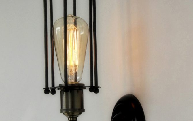 Historické nástenné svietidlo s rovnou klietkou je vhodné pre milovníkov štýlového bývania. Dodá atmosféru ako keby ste žili na zámku alebo v staršej dobe2 670x420 - Historické nástenné svietidlo s rovnou klietkou