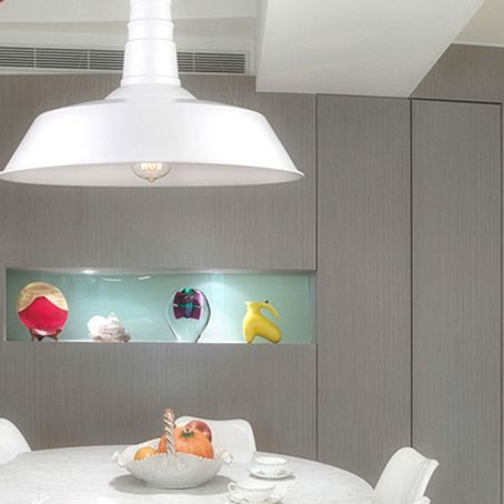 Moderné závesné svietidlo zhotovené z kvalitného kovového materiálu2 - Moderné závesné svietidlo v bielej farbe