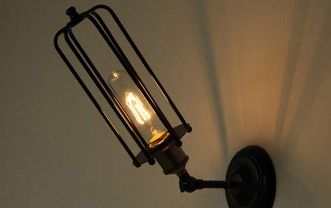 Svietidlo je vhodné do obývacej izby kuchyne jedálne spálne reštaurácie a pod12 670x420 - Historické nástenné svietidlo s rovnou klietkou