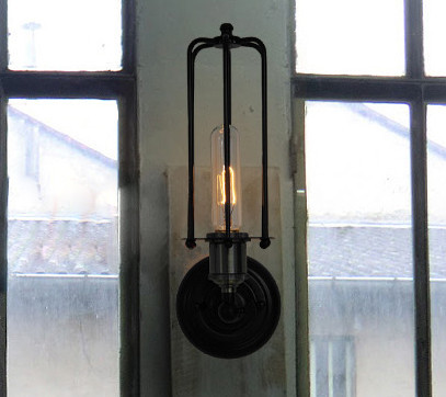 Svietidlo je vhodné do obývacej izby kuchyne jedálne spálne reštaurácie a pod33 - Historické nástenné svietidlo s rovnou klietkou