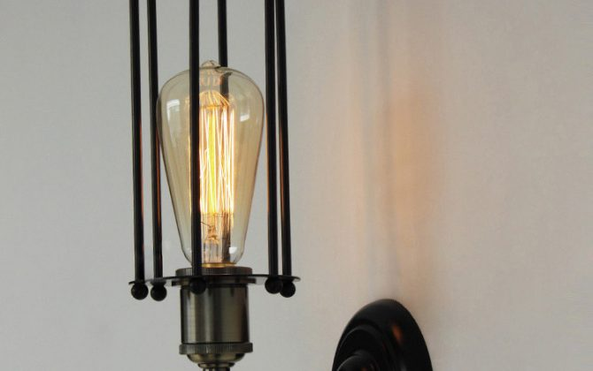 historické lampy historické lampy a svietniky Historické nástenné svietidlo historické svietidlá3 670x420 - Historické nástenné svietidlo s rovnou klietkou