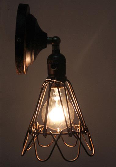 historické nástenné svietidlo je vhodné pre milovníkov štýlového bývania21 - Historické nastaviteľné nástenné svietidlo s klietkou