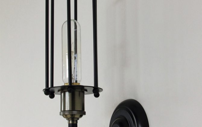 historické svietidlá historické svietidlo nástenné svietidlo rustikálne svietidlo staré lampy2 670x420 - Historické nástenné svietidlo s rovnou klietkou