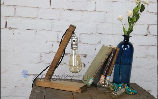 Historická stolová lampa vyrobená ručne z dreva1 670x420 - Historické stolové svietidlo v starodávnom štýle vyrobené z dreva