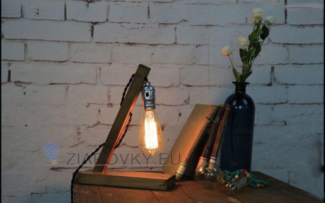 Nádherný kúsok a prepracovaný dizajn je určený pre milovníkov starodávneho štýlu1 670x420 - Historické stolové svietidlo v starodávnom štýle vyrobené z dreva
