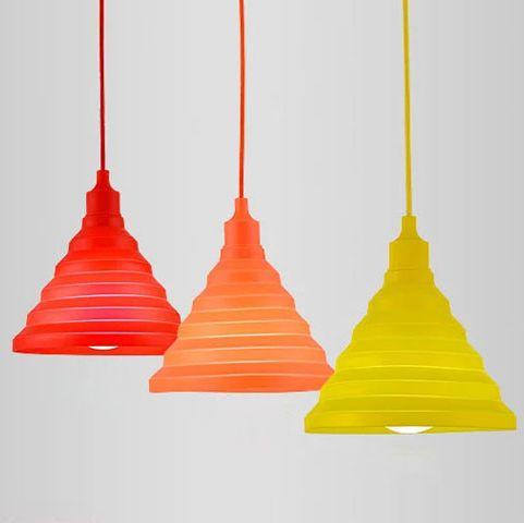 Tento moderný typ lustra nemôže vo Vašej obývacej izbe jedálni alebo spálni chýbať2 - Moderný závesný silikónový luster s textilnou šnúrou v červenej farbe