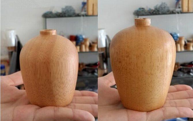 Luster ponúka jednoduchú konštrukciu v drevenom vzhľade sa koncovkou na žiarovku typu E27 670x420 - Závesný drevený luster z dubového dreva s veľkosťou 10cm s pomarančovou textilnou šnúrou