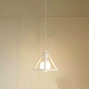 Svietidlo je vhodné do obývacej izby kuchyne jedálne spálne reštaurácie a pod. Svietidlo je v rustikálnom vzhľade a je vhodné ako dekorácia do každej domácnosti3 - Historické závesné svietidlo Trojuholník v bielej farbe