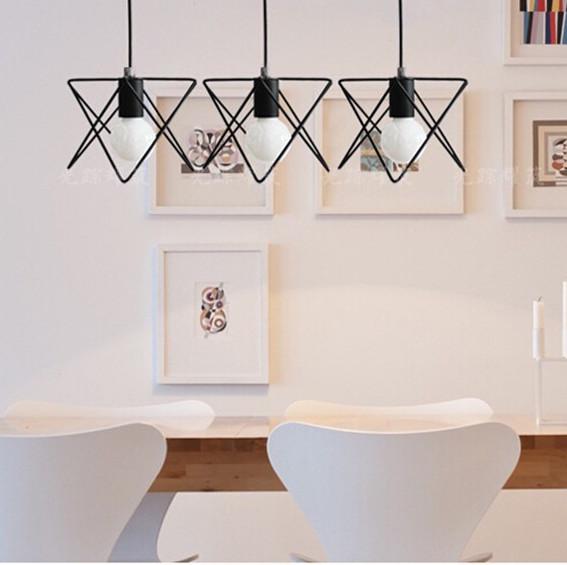 Svietidlo je v modernom kreatívnom vzhľade a je vhodné ako dekorácia do každej domácnosti2 - Moderné kreatívne svietidlo v čiernej farbe
