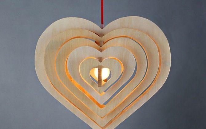 Závesné kreatívne drevené svietidlo HEART2 670x420 - Závesné kreatívne drevené svietidlo - HEART