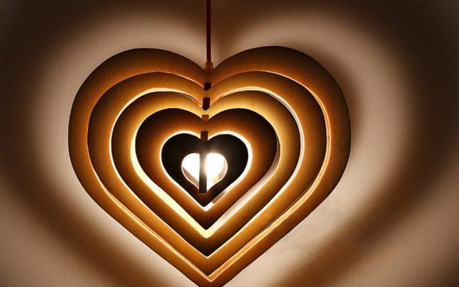 Závesné kreatívne drevené svietidlo HEART9 670x420 - Závesné kreatívne drevené svietidlo - HEART