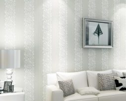 Vzorovaná textilná reliéfna tapeta na stenu v bielej farbe