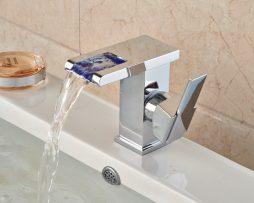 Dizajnová stojanková batéria s LED podsvieteným vodopádom vody