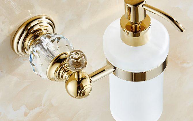 Dávkovač mydla 2 670x420 - Retro mosadzný dávkovač mydla s kryštáľom v rôznych farbách