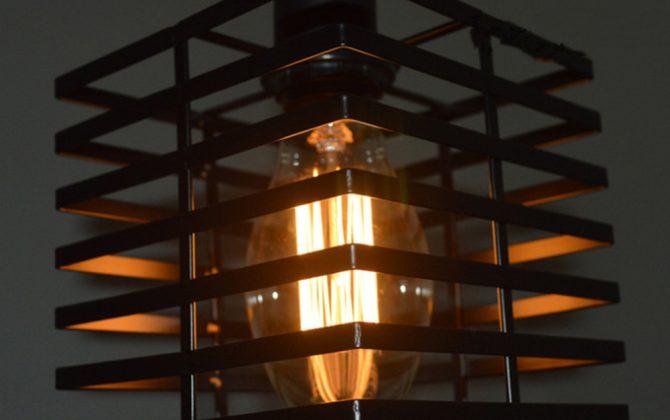 Historické závesné svietidlo do baru v čiernej farbe. Ak chcete žiť štýlovo potom je toto historické svietidlo práve pre Vás 3 670x420 - Historické závesné svietidlo do baru v čiernej farbe