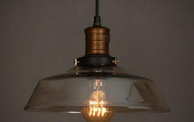 Historické závesné svietidlo s jantárovým skleneným tienidlom. Svietidlo spája jednoduchosť a staršiu dobu3 670x420 - Historické závesné svietidlo s jantárovým skleneným tienidlom