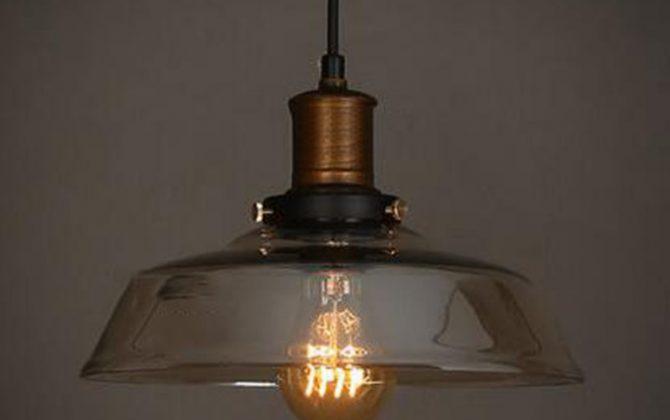 Historické závesné svietidlo s jantárovým skleneným tienidlom. Svietidlo spája jednoduchosť a staršiu dobu6 670x420 - Historické závesné svietidlo s jantárovým skleneným tienidlom