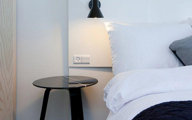 Luxusné nástenné svietidlo Nordic v čiernej farbe kombinuje kvalitný kov s luxusným dizajnom1 670x420 - Luxusné nástenné svietidlo Nordic v čiernej farbe