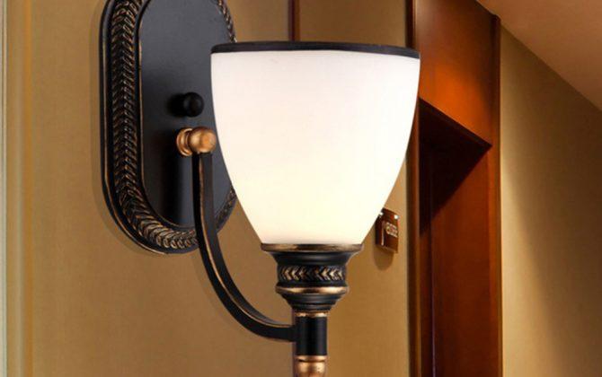 Moderné nástenné svietidlo v retro dizajne so skleneným tienidlom2 670x420 - Moderné nástenné svietidlo v retro dizajne so skleneným tienidlom