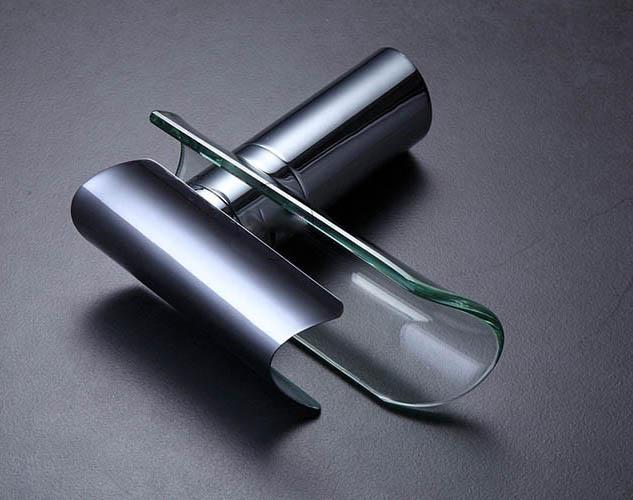 Dizajnová vodovodná batéria s chrómovým povrchom
