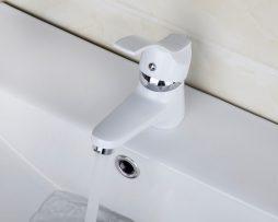 Kvalitná vodovodná batéria v bielom prevedení