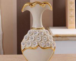 Luxusná porcelánová váza s kvietkami v bielo-zlatej farbe, 25,5 cm x 13 cm .