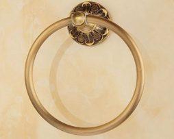 Elegantný staromosadzný vešiak na uterák v tvare kruhu,