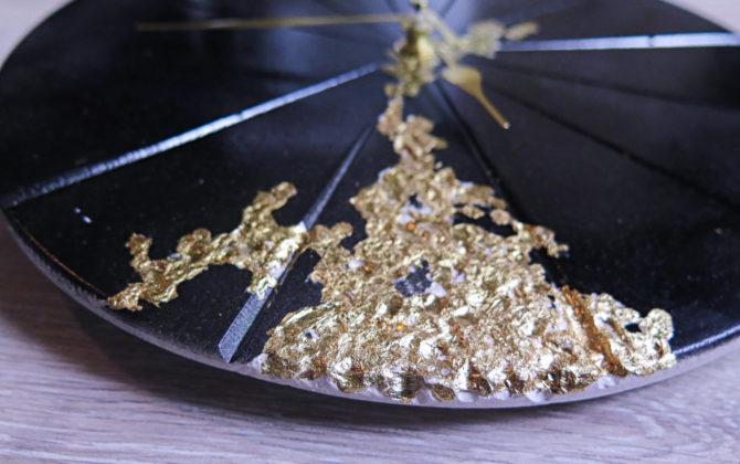 Ručne vyrobené nástenné hodiny - Black gold