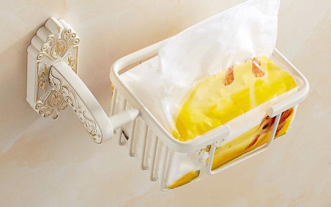 Starožitný prepracovaný držiak na toaletný papier v bielej farbe 670x420 - Starožitný prepracovaný držiak na toaletný papier v bielej farbe