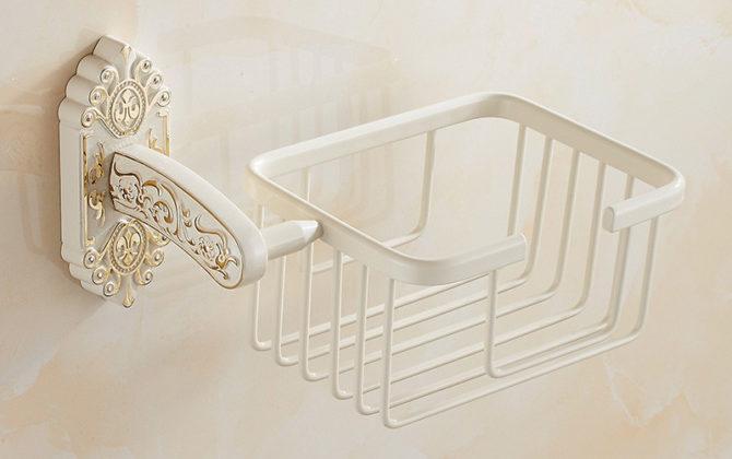 Starožitný prepracovaný držiak na toaletný papier v bielej farbe