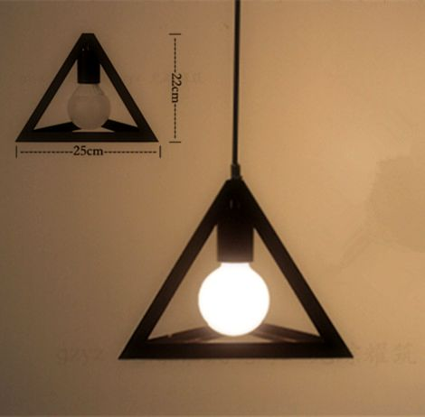 Historické závesné svietidlo Trojuholník v čiernej farbe na žiarovky typu E27 je svietidlo určené na stenu v historickom vzhľade3 - Historické závesné svietidlo Trojuholník v čiernej farbe