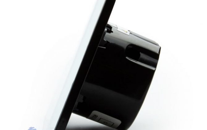 Už nemusíte mechanický stláčať čidlá gombíky alebo iné diely. Doprajte svojmu domovu eleganciu a luxus pomocou tohto jednoduchého a efektného dotykového vypínača1 670x420 - Elegantný dotykový vypínač roliet, žalúzií a markíz v bielom prevedení