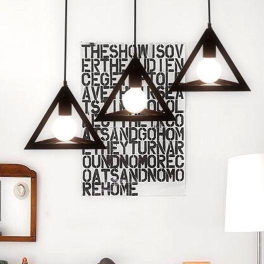 Závesné svietidlá v historickom vzhľade sú v dnešnej dobe veľmi moderné3 - Historické závesné svietidlo Trojuholník v čiernej farbe