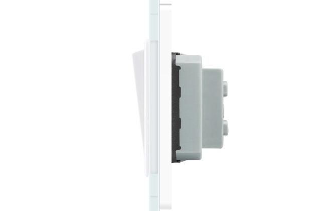 Vypínače sa vyznačujú dlhou životnosťou otrasuvzdornosťou farebnou stálosťou pevnosťou povrchových úprav a lesklosťou skleneného povrchu 4 670x420 - Luxusný mechanický vypínač č.1 v bielom prevedení