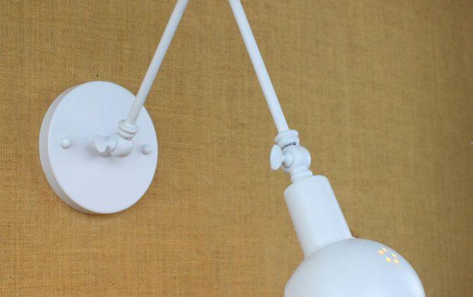 Historické nástenné svietidlo Bedside s nastaviteľným ramenom v bielej farbe je luxusné svietidlo v historickom štýle2 670x420 - Historické nástenné svietidlo Bedside s nastaviteľným ramenom v bielej farbe