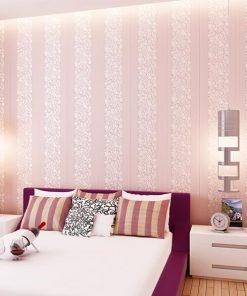 Vzorovaná textilná reliéfna tapeta na stenu v ružovej farbe