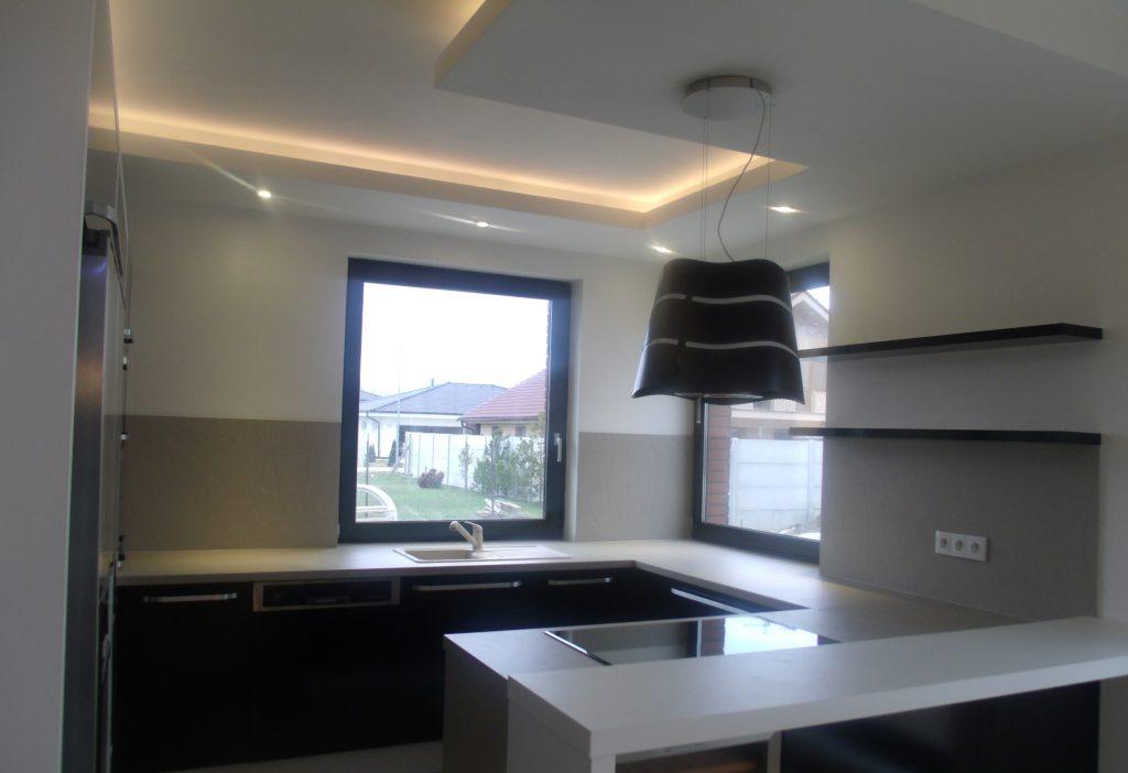 Realizácia sadrokartónovej rampy pod stropom na LED pás