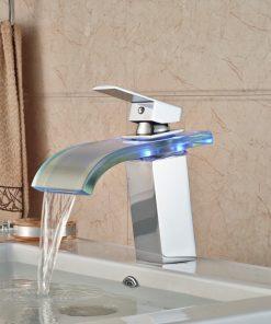 Moderná batéria s LED podsvieteným vodopádom vody