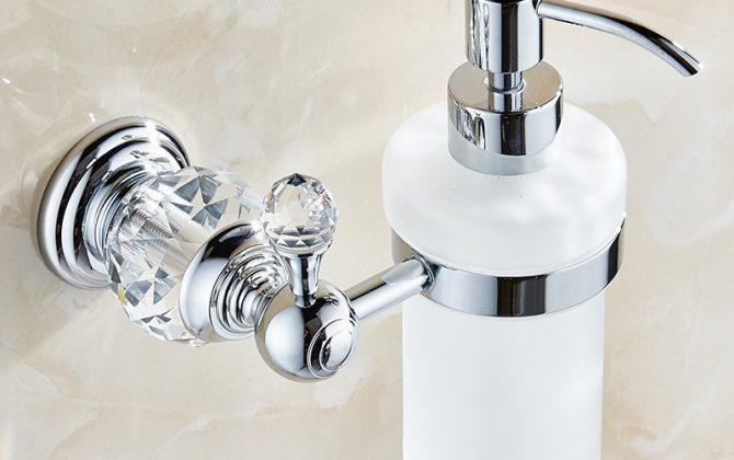 Dávkovač mydla 4 670x420 - Retro mosadzný dávkovač mydla s kryštáľom v rôznych farbách