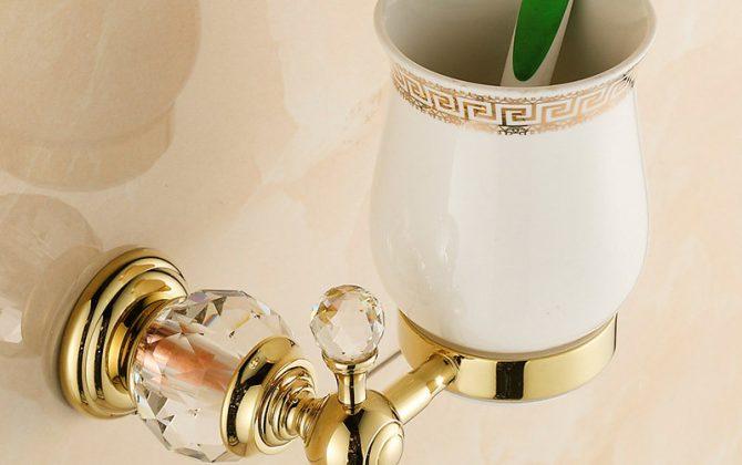 Free shipping Golden Crystal Brass Glass Bathroom Accessories Single cup Tumbler Holders Toothbrush Cup Holders HK 670x420 - Retro mosadzný stojan na pohárik s kryštáľom zlatý