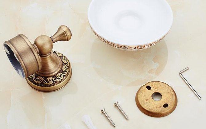 Mosadzný retro stojan s miskou na mydlo