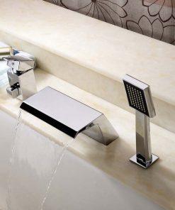 Moderná vaňová batéria s vodopádom a ručnou sprchou
