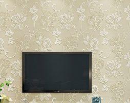 Prepracovaná krémová tapeta s kvetinovým vzorom