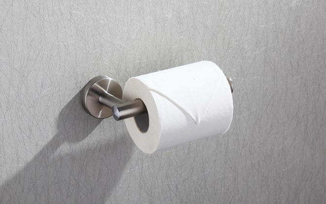 Držiak na toaletný papier s brúseným chrómovým povrchom