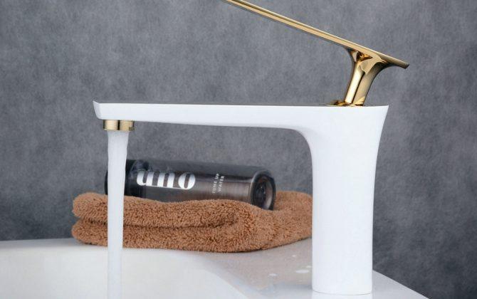 Luxusná vodovodná batéria v modernom prevedeníLuxusná vodovodná batéria v modernom prevedení