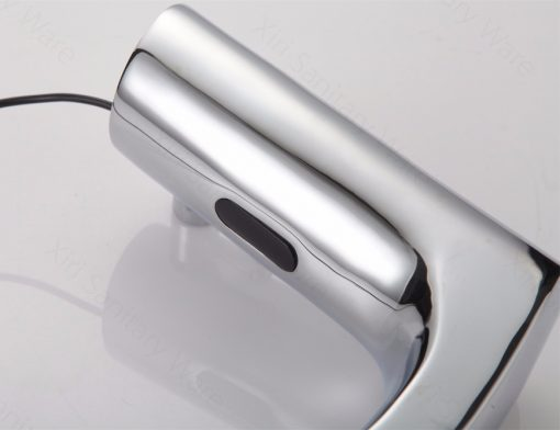 Vodovodná batéria so senzorom pohybu a páčkou na ovládanie teploty