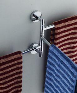 Moderný otočný vešiak na uteráky s chrómovým povrchom