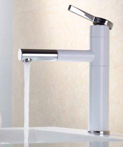Vysoká umývadlová a drezová batéria v bielej farbe so sprškou