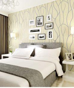 Luxusná 3D semišová tapeta na stenu v béžovo-striebornej farbe